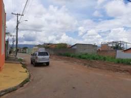 Vende-se este lote sob esquina da Rua A -9 no B. Amazonas
