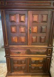 Cristaleira ou móvel sala madeira maciça trabalhada