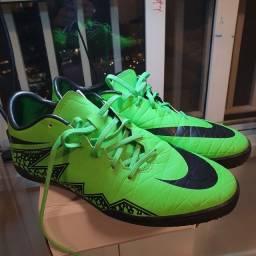 Chuteira Nike Hypervenom futsal 40