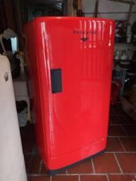 Geladeira Antiga Vermelha