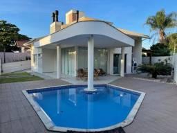 Título do anúncio: Vendo casa com 4 dorm. sendo 3 suítes, 257m² privativos, piscina, a poucos metros do mar.
