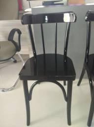 Título do anúncio: UMA Cadeira Colonial THANA, de madeira