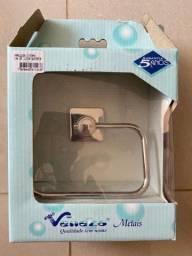 Título do anúncio: Saboneteira e porta papel para banheiro novos na embalagem
