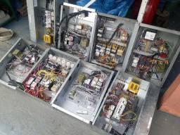 Lote de painel elétrico trifásico.