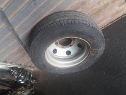 Pneu com roda Michelin 215/75 R17.5 + Suporte para step.