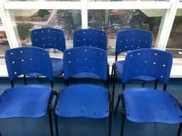 Cadeira Azul Empilhável - Base Preta