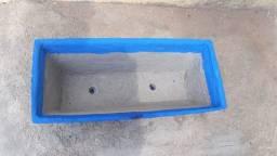 Vaso artesanal de cimento.(jardineira)