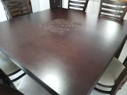 Mesa de madeira com 6 cadeiras estofadas