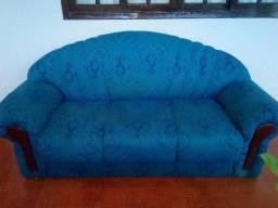 01 excelente conjunto de sofás: 03 e 02 lugares
