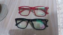 Duas armações de óculos