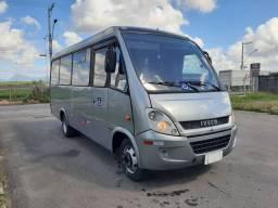 Iveco micro ônibus city class 70C17 2013/2014 21 passageiros.