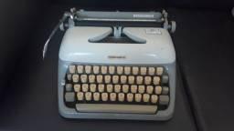Máquina De Datilografia - Máquina De Escrever - Funcionando
