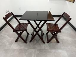 Título do anúncio: jogo de madeira de lei Conjunto de Mesa 70x70  c/ 2 cadeiras.