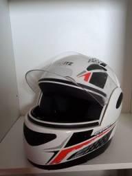 Título do anúncio: Vendo dois capacetes super barato..
