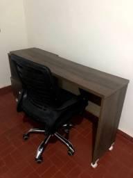Vendo cadeira de escritório giratória com regulagem de altura