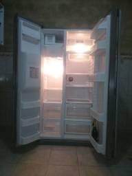 Refrigerador combinado, marca LG,  automático.