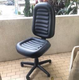 Título do anúncio: Cadeira de couro para escritório