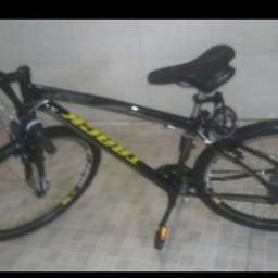 Bicicleta furtada do estacionamento do hospital Agamenon Magalhães  em casa amarela
