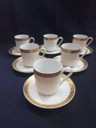 Título do anúncio: Conjunto de porcelana Real para cafezinho bom detalhes em ouroo.