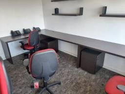 Título do anúncio: Mesa de escritório em bom estado.