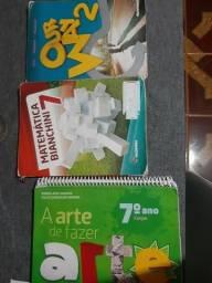 Livros Arte, inglês e matemática 7°ano