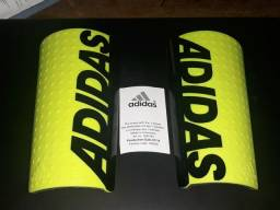 Caneleira Adidas