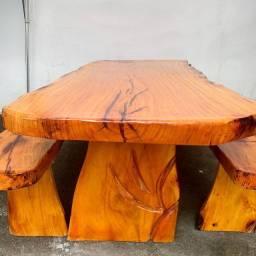 Mesa e bancos de Jaqueira