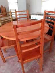 Mesa redonda de madeira macacauba