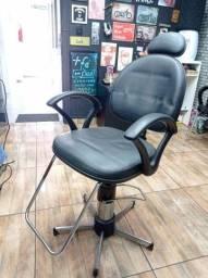 Título do anúncio: Cadeira cabeleireiro// barbeiro + banquinho corte infantil !( Jundiaí-SP)