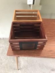 Vendo DUAS caixas de madeira