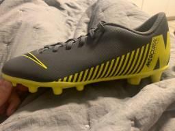 Chuteira Campo Nike Mercurial ( cinza e amarela )