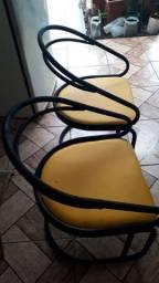 Vendo frezer 550,sofa de 2 lugares 380,4 cadeiras 250,2 cadeiras infántil 80 o jogo