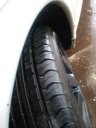 Rodas 15. aceito troca em aro maior .4 rodas com os pneus novos