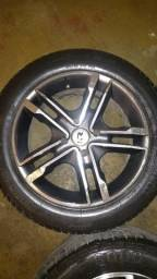Vendo jogo de roda 15 kr com pneus