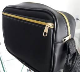 Bolsa Couro sintético extremamente reforçado .