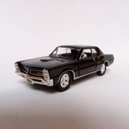 Miniatura Pontiac GTO 1965 Carrinhos Coleção escala 1/38