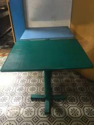 Mesa quadrada de madeira