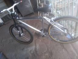 Uma bike de alumínio toda top