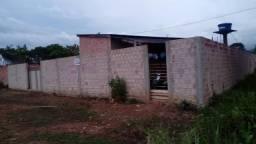 Casa murada no bairro planalto