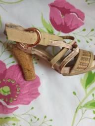 Sandália feminina usada
