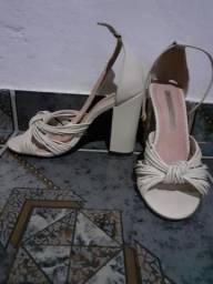 Vende se sandália semi nova . número 34. marca sapatinho de Luxo