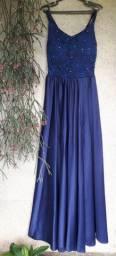 Vestido longo azul escuro, com fenda