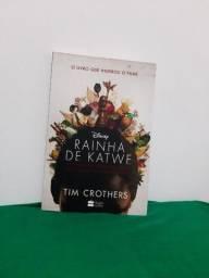 """Título do anúncio: Vendo """"Rainha de Katwe"""" - Livro Novo"""
