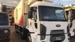 Vende- se caminhão bi truck de câmara fria.