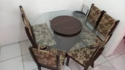 Linda mesa de Vidro com Cadeiras