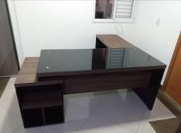 mesa em L com gaveteiro lateral