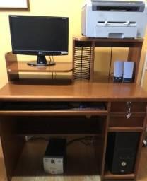 Mesa para computador e impressora