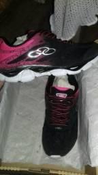 Tênis preto e rosa