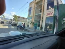 Prédio comercial em Almenara MG com 14 lojas no granito