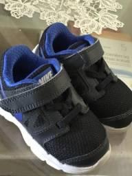 Tênis Nike TAM 20 novíssimo